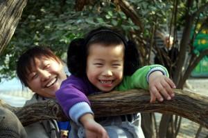 happy-boy-and-mum-2961291011815cGS